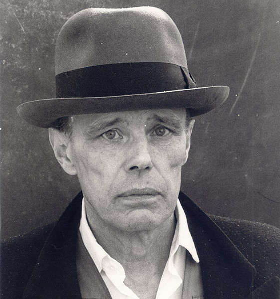 45-Photo-of-Beuys-1986